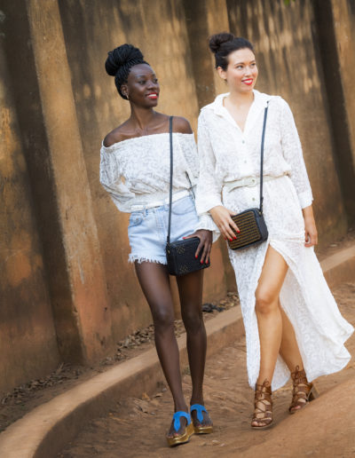 Modeller med clutcher fra 4Africa x Nina Jarebrink