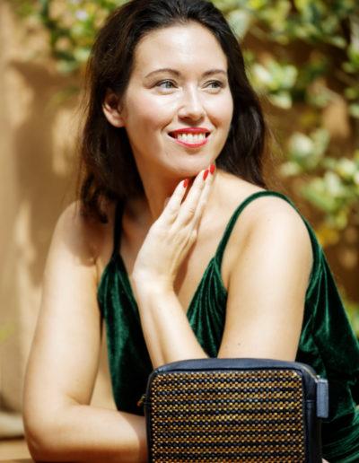 Nina Jarebrink med veske fra samarbeid mellom Nina Jarebrink og 4Africa
